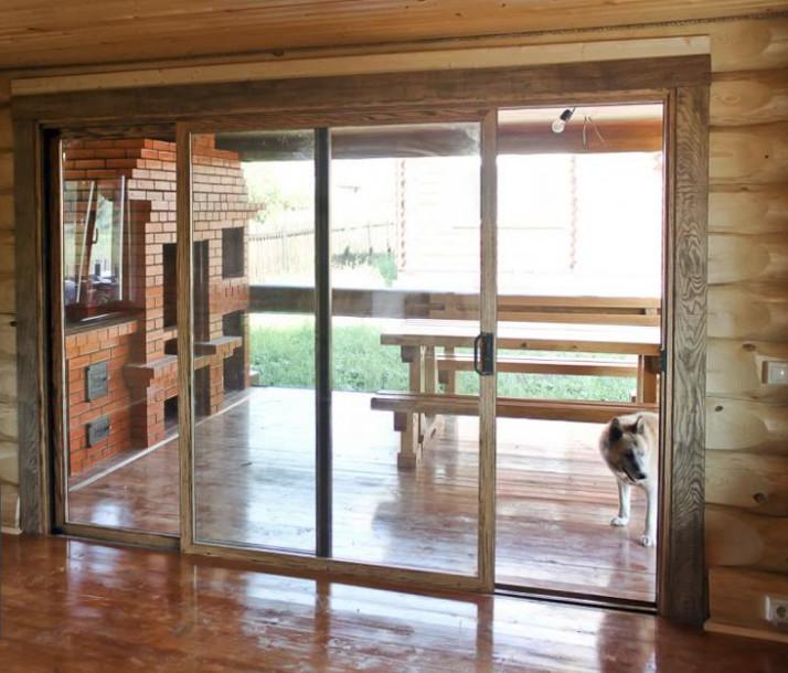 Деревянные раздвижные двери.