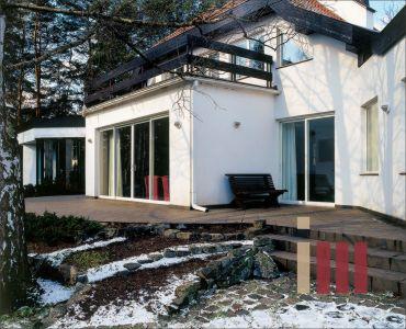 Теплые раздвижные двери из стеклокомпозита для загородного дома